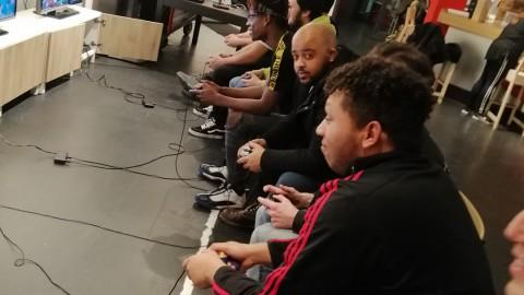 The smash lounge. Maak anderen in met Super Smash