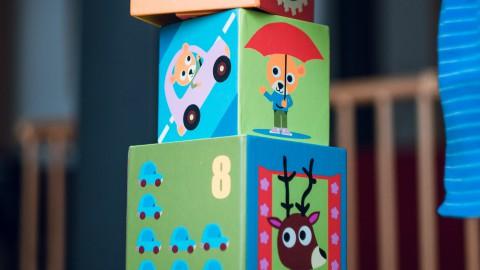 Eerste speelgoedkisten voor de wijk uitgedeeld in Almere