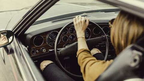 Rijd altijd Mono door niet op de telefoon te kijken onderweg