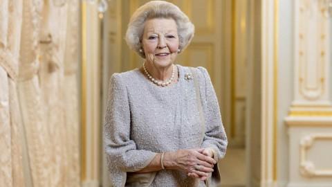 Prinses Beatrix opent molen De Vlijt