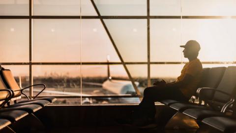 Uitdelen zelftesten op luchthavens verlengd tot en met september