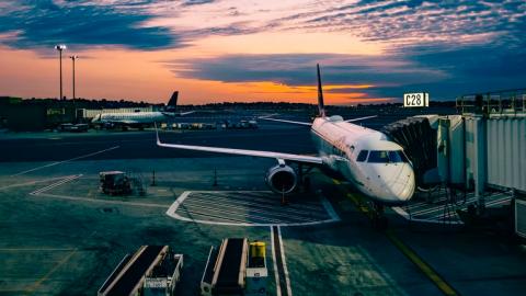 Verre-reiskoorts: 42% jongeren al met één been in het vliegtuig