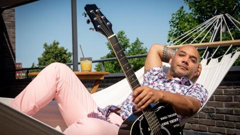 Zanger Ruben Anthony geeft gratis dakterras-concerten en gaat jonge talenten coachen