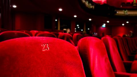 Theaters en bioscopen mogen van Rutte donderdag weer open