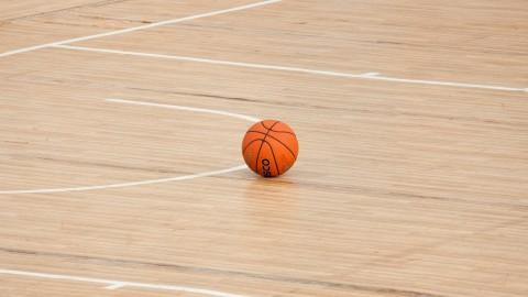 Competitiestart niet uitgesteld, basketballers debuteren zonder publiek