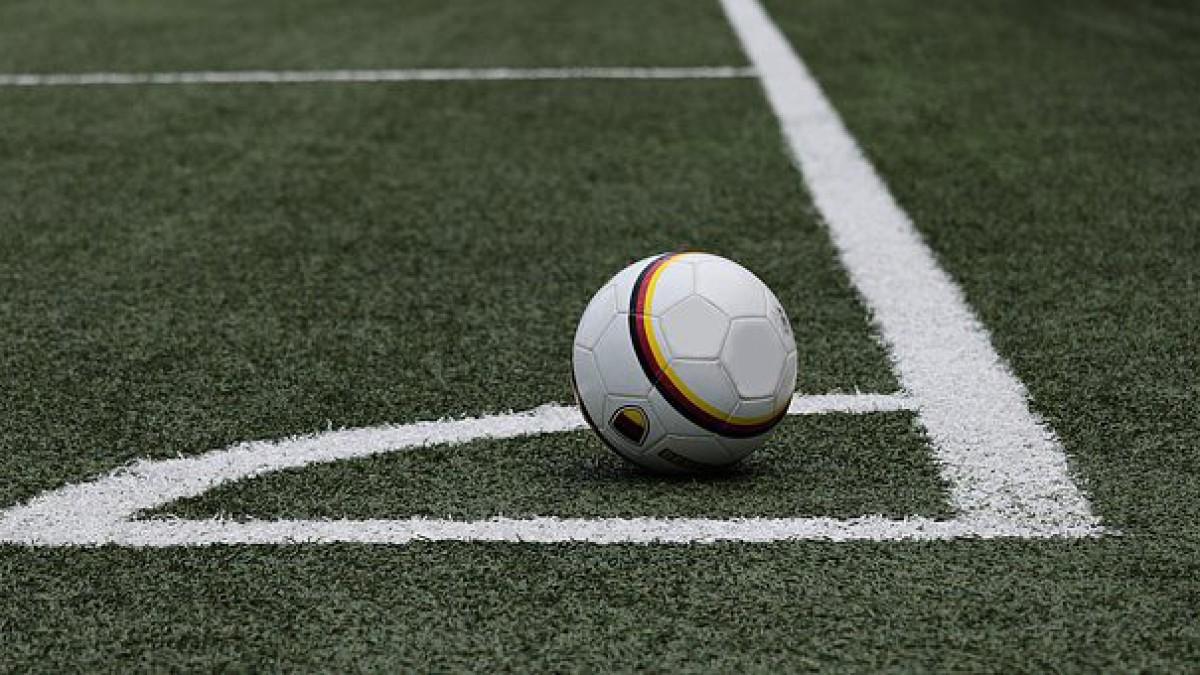 Cleerdin & Hamer Advocaten blijft Almere City FC trouw