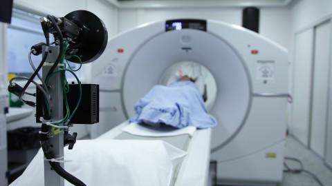 Nieuwe scanner in het Flevoziekenhuis bereidt kinderen voor op eigen scan
