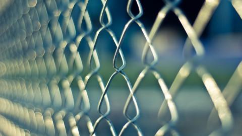 Verdachte van verkrachting jong meisje voelt zich onveilig in gevangenis