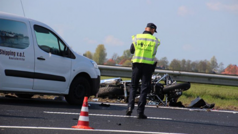 Motorrijder onderuit na dollemansrit op snelweg