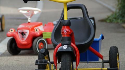 Speelgoedauto's razen over de A6 op open dag