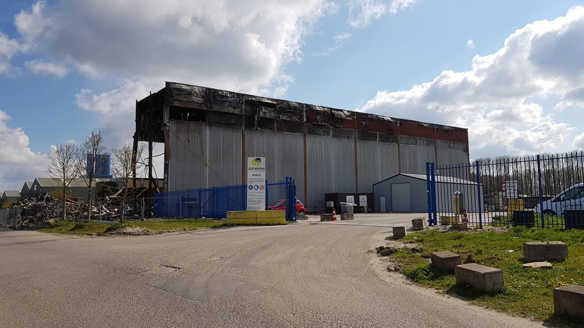 Oogst van startende Almeerse paddenstoelentelers verloren door grote brand bij recyclebedrijf