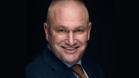 Oud-voorzitter van de Centrale Ondernemingsraad (COR) - Frank Giltay - krijgt juridische bijstand