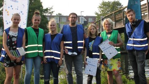 Stagiaires Stad & Natuur onderzoeken waterkwaliteit voor Almere meet water
