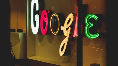 Nieuwe Google-app belt automatisch noodnummer bij auto-ongeluk