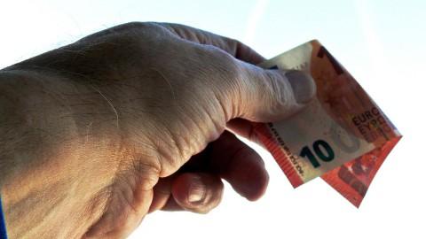 Gedupeerde pensioengerechtigden betalen voortaan minder terug