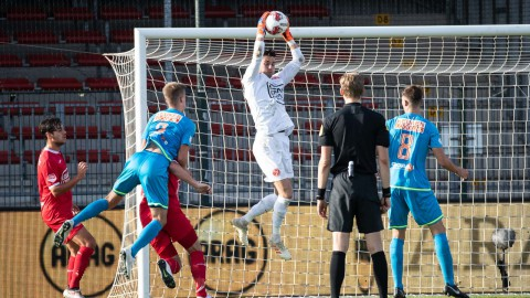 Almere City FC overleeft Volendamse schiettent