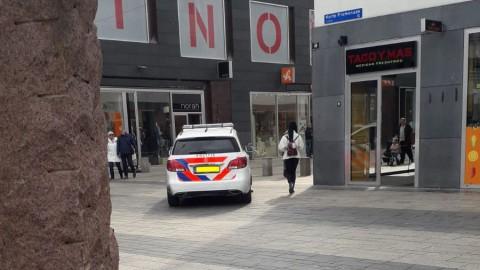 Politie naar Korte Promenade in Almere-Stad voor overal bij de Blokker