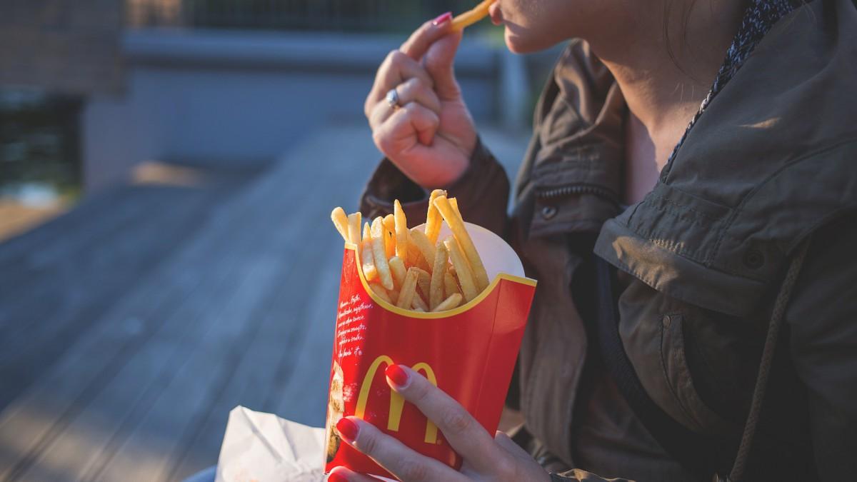 Trouwen tussen de frietjes en hamburgers