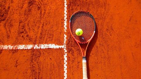 Petitie in Poort voor tennis- en padelbaan