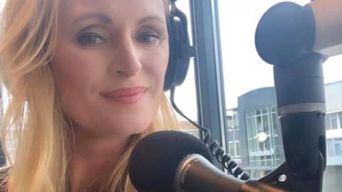 Iedere zondag van 10.00 tot 11.00 kun je luisteren naar 'Petrie op Zondag' op Easy FM