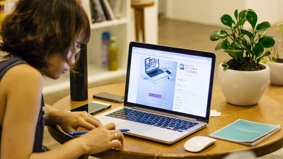 Werkplek Management helpt thuiswerkers te werken zonder fysieke klachten