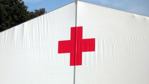 Rode Kruis start met uitdelen voedselboxen voor getroffenen coronacrisis