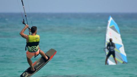 Flevolandse windsurfers genieten van trainingskamp in Friesland