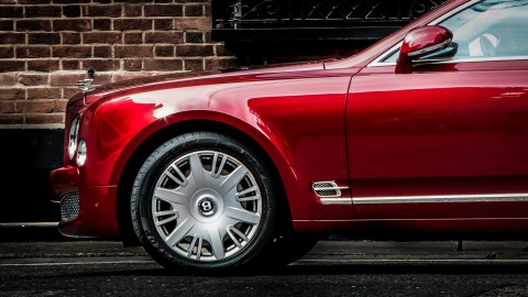Bentley gaat over op elektrisch rijden