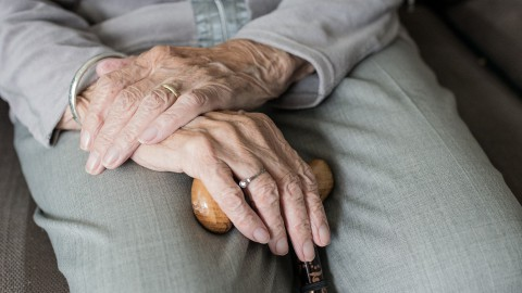 Eerste leveringen AstraZeneca voor doelgroep 60-64 jarigen en zorgmedewerkers langdurige zorg