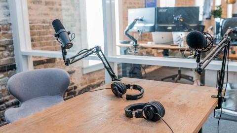 """Welzijnsorganisatie De Schoor lanceert podcastserie """"In Almere"""""""