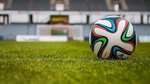 Almeerder Ekkelenkamp wint historisch Eredivisieduel