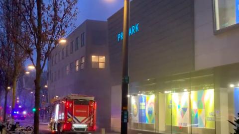 Brand in gebouw Action en Aldi Almere stad