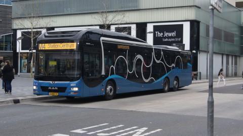 Veel minder reizigers in de bus, wel meer zwartrijders