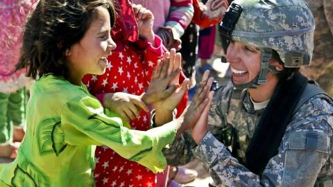 100.000 17 jarige meisjes krijgen een brief van het leger