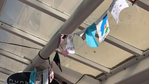 Almere Buiten fleurt op door community kunstwerk van gerecyclede vlaggen
