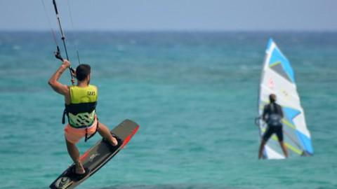 Badloe tweede, De Geus vierde in tussenstand EK Windsurfen