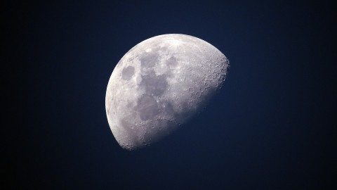 Grote kans op bewolking tijdens gedeeltelijke maansverduistering vanavond